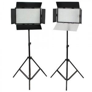 SET: 2x LED-Lampe DV-384CT-K2 von Falcon Eyes und 2x Stativ W806
